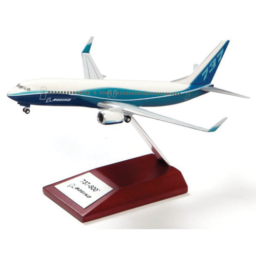 Boeing 737-800 Precision Snap Model on Wooden Base - Scale 1:200 - Boeing